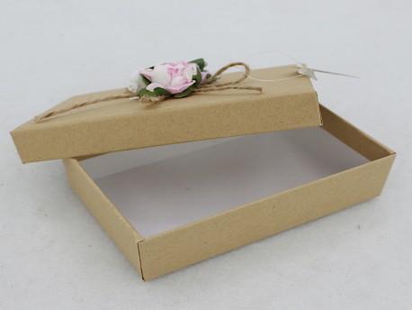 Caja de cartón con flores