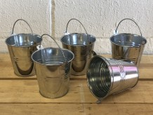 Mini cubos de metal