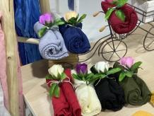 Foulard plisado con rosa