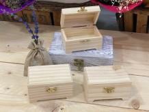 Baúl de madera en forma de cofre